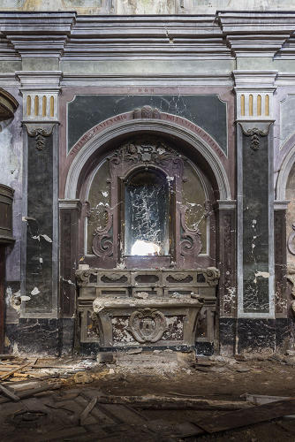 <p>In the summer of 2013, Rubio took a series of photos of centuries-old abandoned chapels found on top of the Parco Nazionale del Cilento mountains in Salerno.</p>