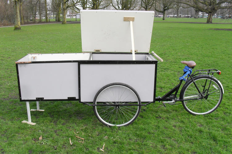 <p>During the day, the Housetrike looks like an ordinary cargo bike--the sort of thing someone might use to sell ice cream at a park or make deliveries.</p>