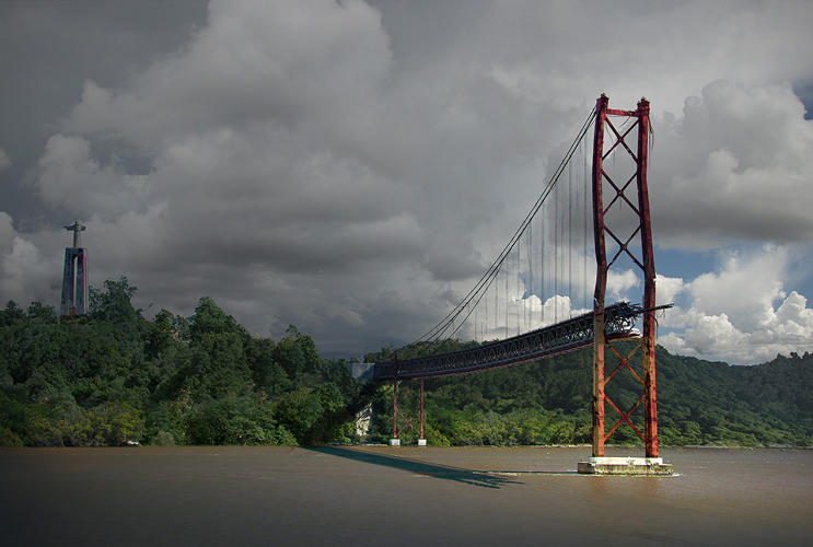 <p>The 25 de Abril (25 th of April) Bridge, crosses the Tagus River between Lisbon and Pragal, Portugal</p>