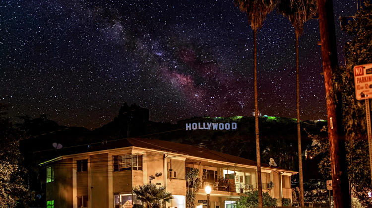 <p>Milky Way passes over Hollywood Sign 2015.</p>