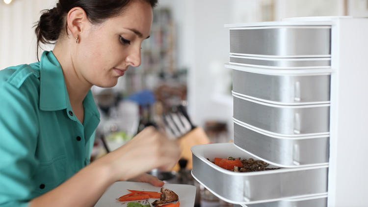 <p>Now you can grow meat for dinner on your desk. Not chicken, but bugs.</p>