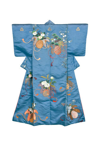 <p>Kimono for a woman (kosode). Flower sacks.<br /> Satin silk (shusu); embroidery in silk and metallic threads. <br /> Edo– Meiji period, 1850–80, 158.5x 119.0 cm, KX189</p>