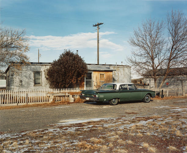 <p>Off Main Street, Atomic City, Idaho, 1986. © 2016 David T. Hanson</p>