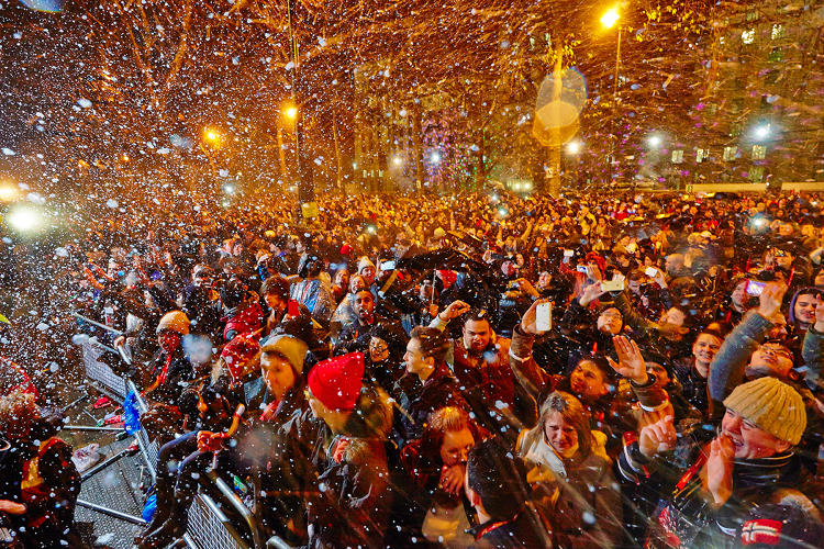 <p>An enthusiastic crowd enjoys edible fireworks developed by Bompas &amp; Parr in 2014.</p>