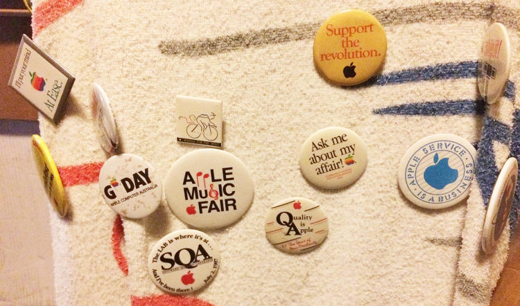 <p>A collection of Apple-related buttons.</p>