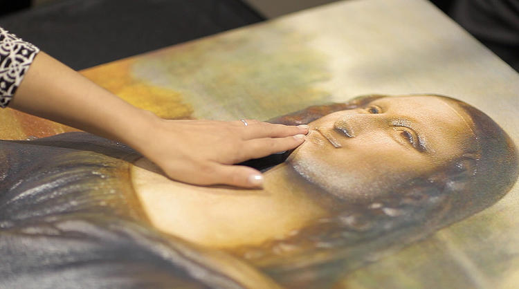<p>A group called 3D Photoworks created a hands-on version of Leonardo Da Vinci's <em>Mona Lisa</em>.</p>