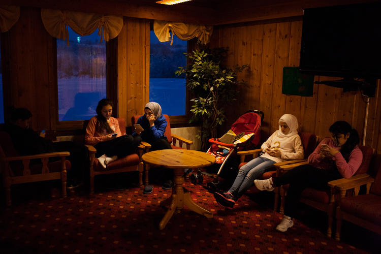 <p>Photographer Alessandro Iovino decided to document the experience of the refugees who traveled through Russia to Norway.</p>