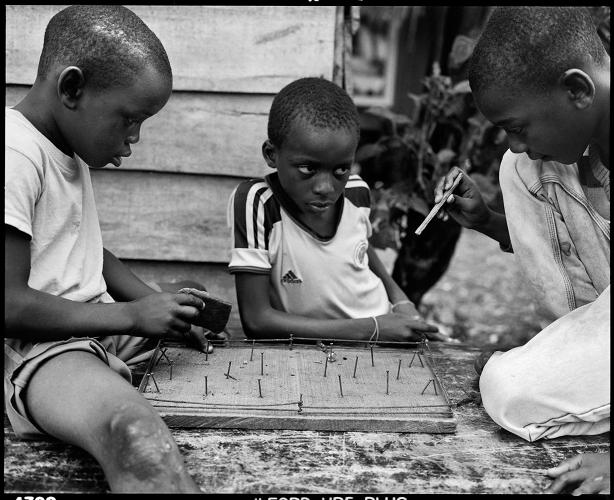 <p>Buenaventura, Colombia, 2015: Children in Puente Nayero play an improvised game of table football. The success of the Puente Nayero Humanitarian Space has encouraged residents on the neighboring street of Punta Icaco to begin organizing to create their own humanitarian space. ©Graciela Iturbide</p>