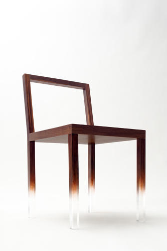 <p>fadeout-chair</p>