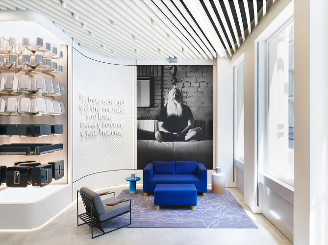 <p>Visitors to the Sonos store are greeted by a huge mural of famed record producer (and Sonos advisor) Rick Rubin.</p>