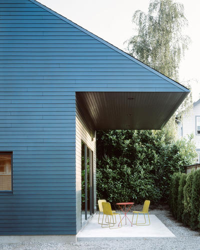 <p>The ADU sits in the backyard of a single-family home.</p>