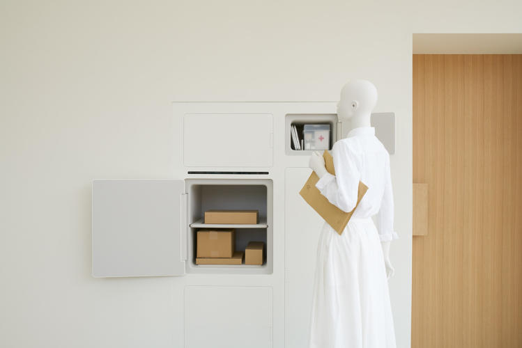 <p>Food can be delivered straight to the refrigerator without giving access to the inside of the house.</p>