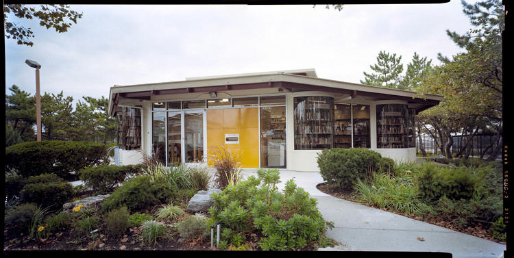 <p>The facade of the Broad Channel library in Queens.</p>