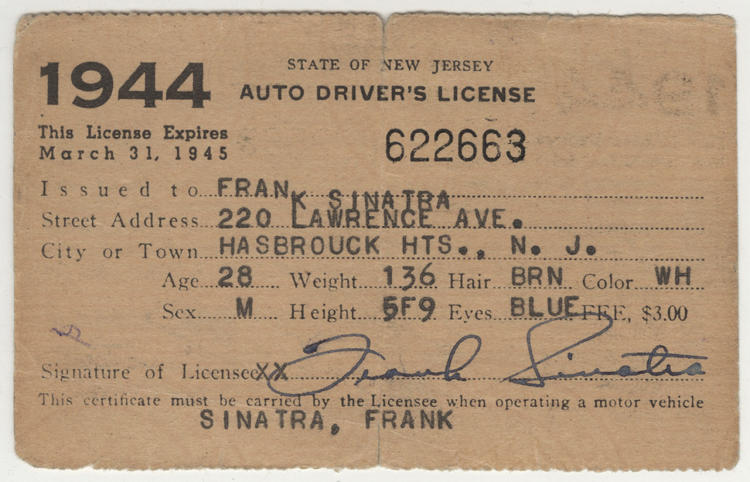 <p>Frank Sinatra's Drivers License, 1944</p>