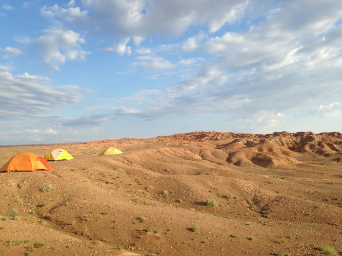 <p>Part of the camp of museum researchers near Mongolia's Javkhlant Formation</p>