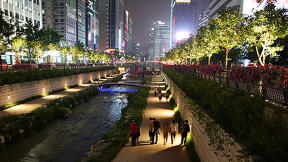 Inspired Ethonomics: Seoul Reengineers a Freeway Into a Stream [VIDEO]